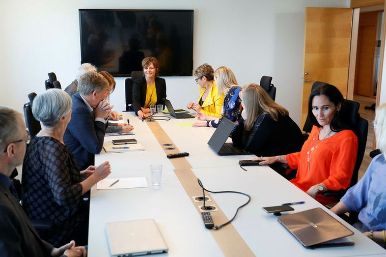 The negotiating committee of midwives reached an agreement with the State mediator on Saturday.
