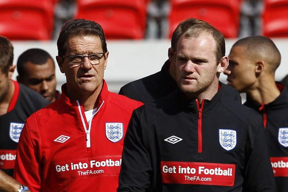 Wayne Rooney ásamt Fabio Capello landsliðsþjálfara á æfingu enska landsliðsins.