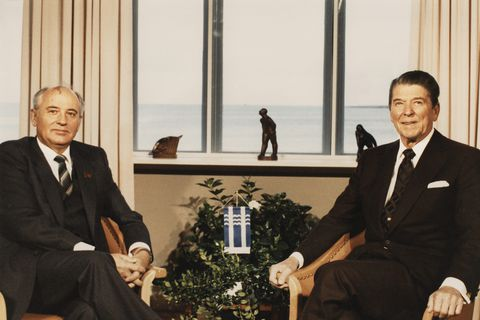 Gorbachev (left) and Reagan (right) in Reykjavik, October 1986.