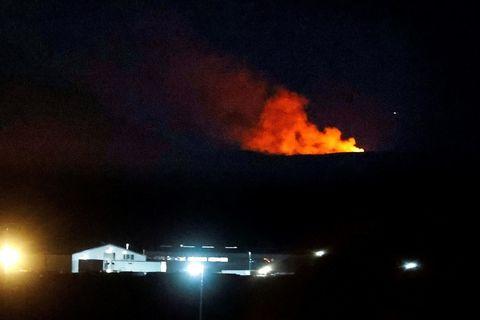 A view of the eruption from Hafnarfjörður last night.