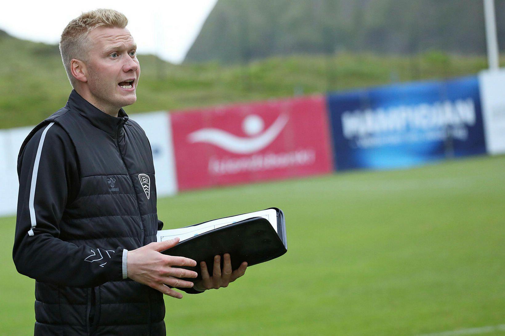Andri Ólafsson á hliðarlínunni í kvöld.