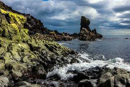 Frá Djúpalónssandi á vesturströnd Snæfellsness, þar sem sjá má stórbrotna kletta bera við himin. Vífill …