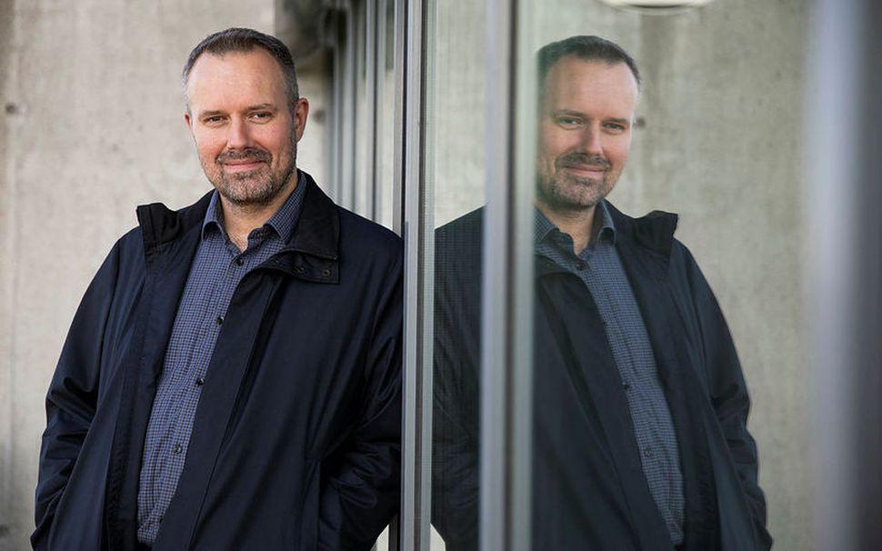 Karl Ferdinand Thorarensen ætlar að fræða fólk um Dallas-þættina margfrægu.
