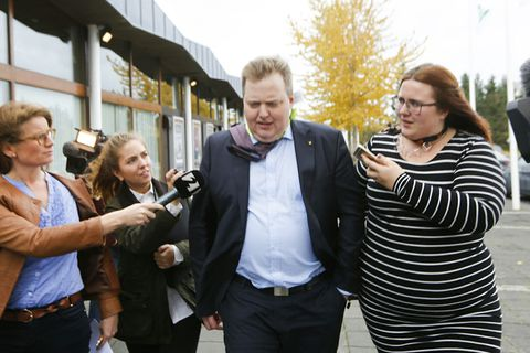 Sigmundur Davíð Gunnlaugsson leaving conference shortly after the result was announced.