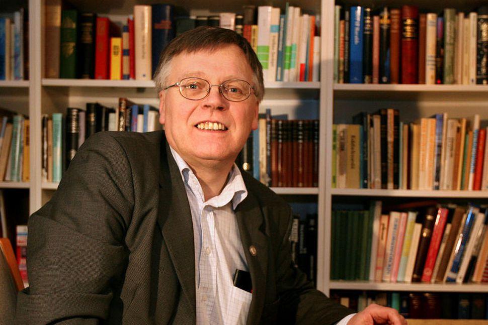 Sigurður Konráðsson,prófessor og nefndarmaður í mannanafnanefnd.