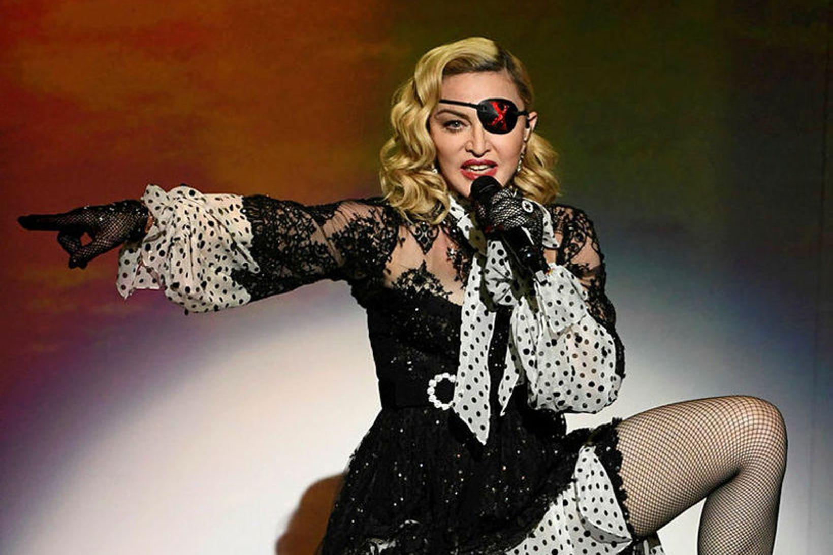 Madonna er strangari móðir nú en áður.