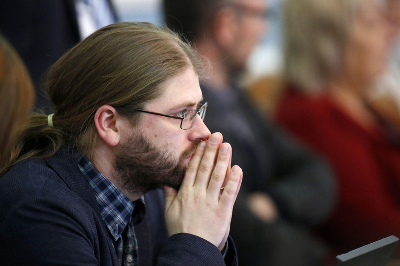 Helgi Hrafn Gunnarsson, þingmaður Pírata, segir að Steingrímur J. Sigfússon, …