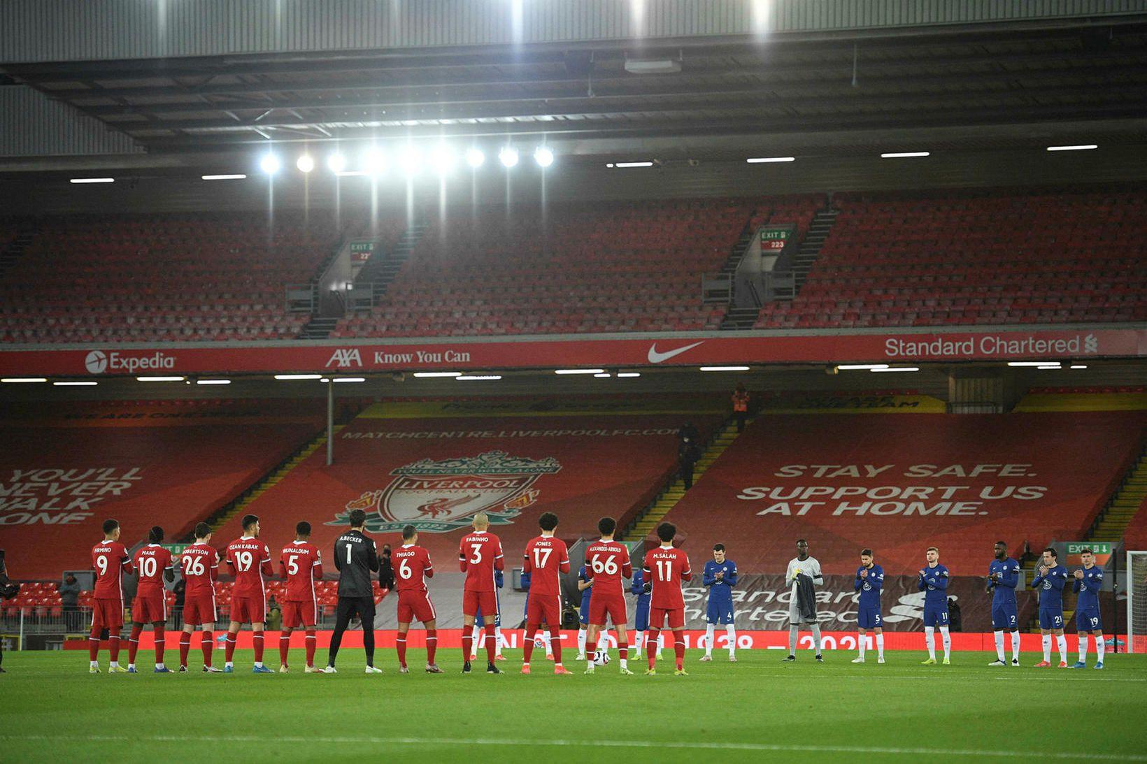 Leikmenn Liverpool og Chelsea minnast St Johns fyrir leik liðanna …