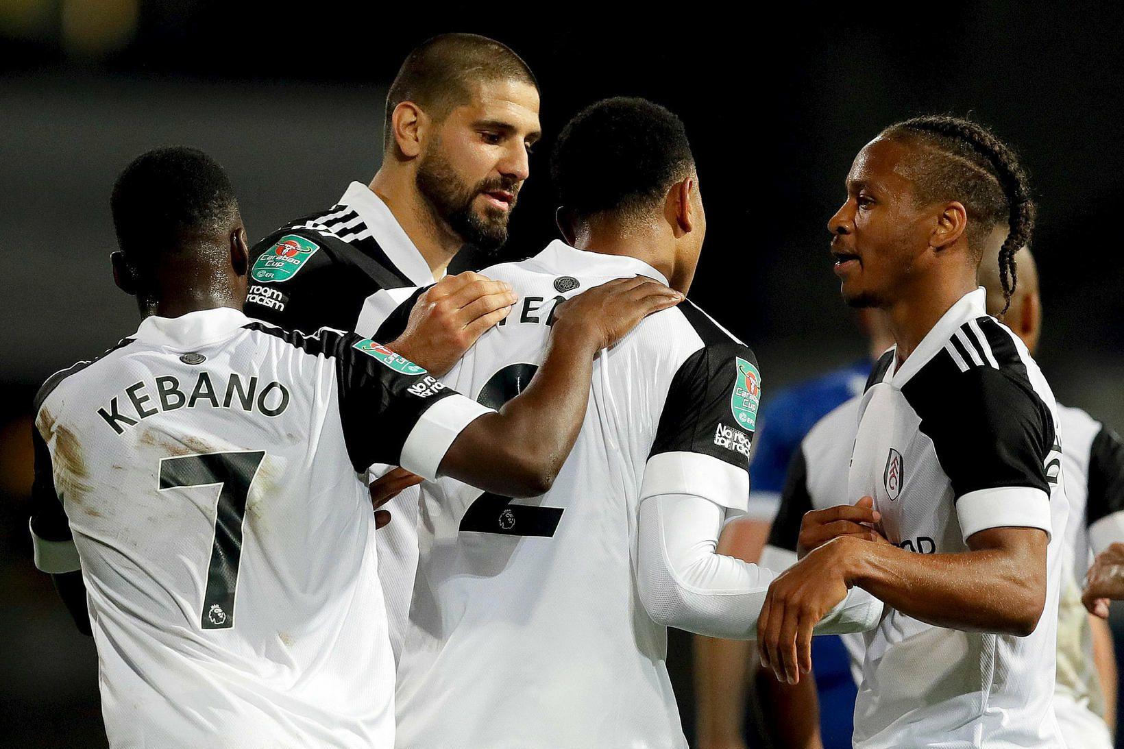 Leikmenn Fulham fagna sigurmarki Aleksandar Mitrovic í kvöld.