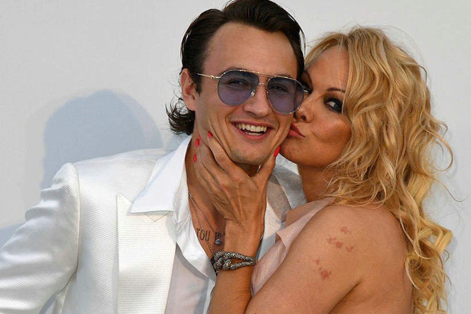 Pamela Anderson og sonurinn Brandon Thomas Lee.