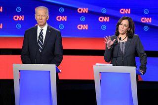 Joe Biden og Kamala Harris í kappræðunum í gær. Biden þótti standa sig betur en ...