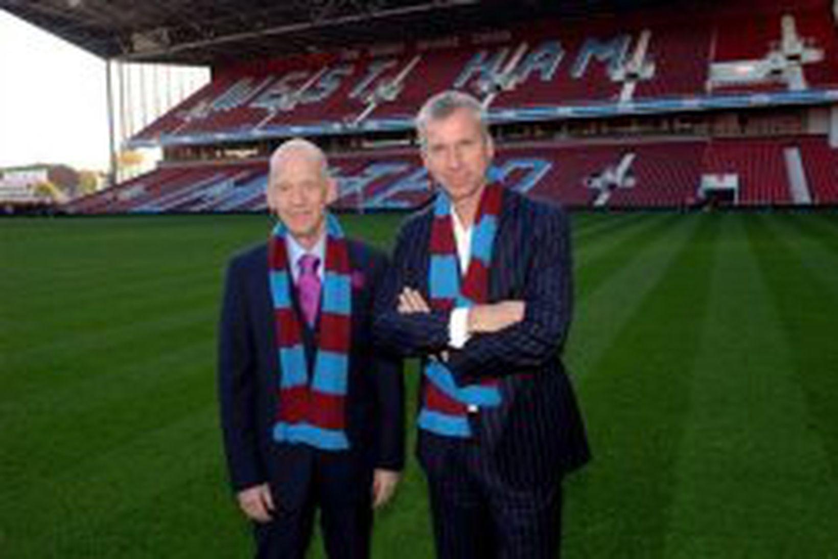 Eggert Magnússon, nýr eigandi West Ham, ásamt knattspyrnustjóranum Alan Pardew …