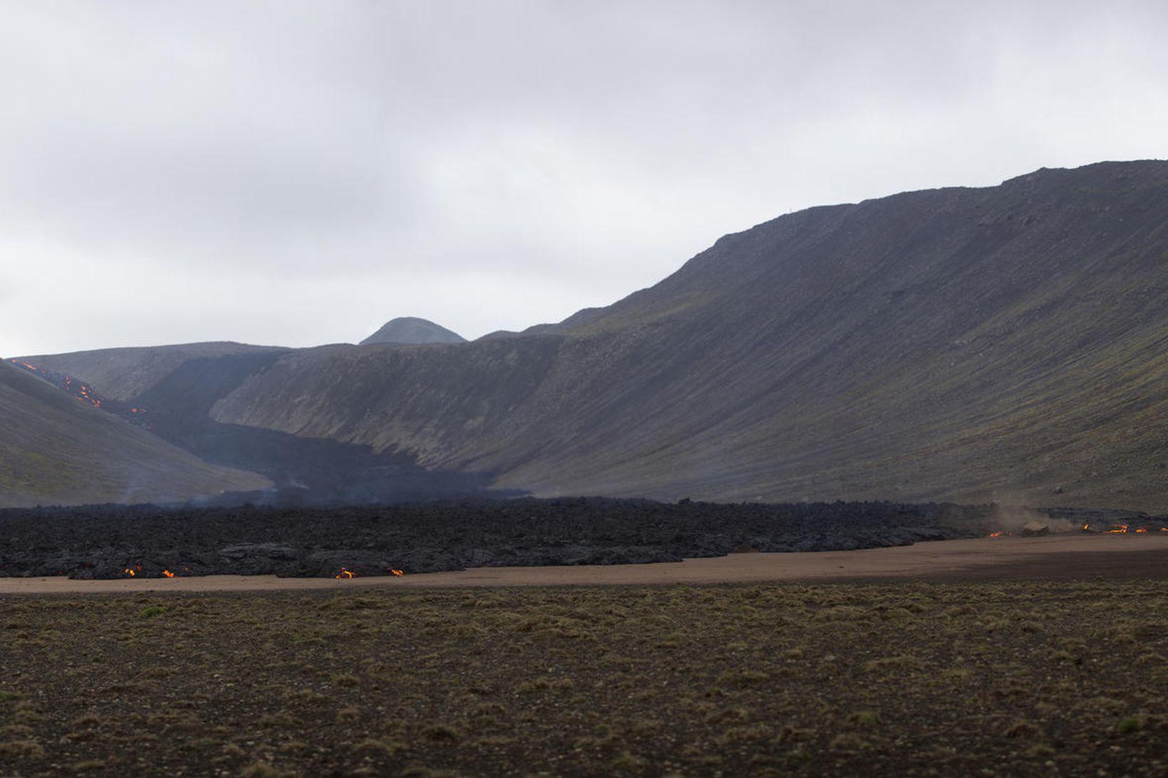 Hraunið rennur niður í Nátthaga.