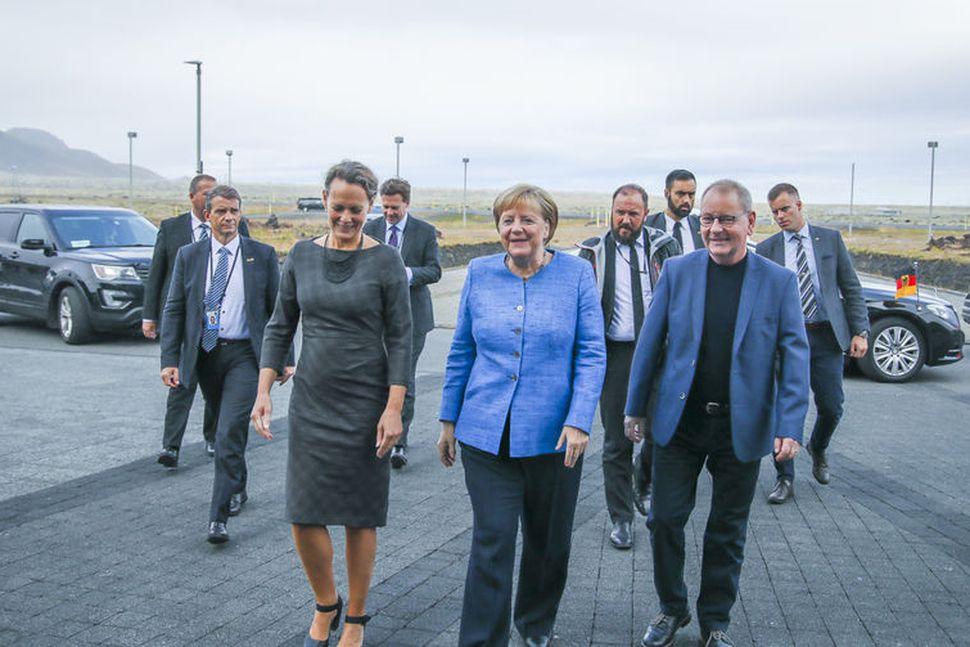 Angela Merkel skoðaði Hellisheiðavirkjun með Brynhildi Davíðsdóttur, stjórnarformanni OR, og ...