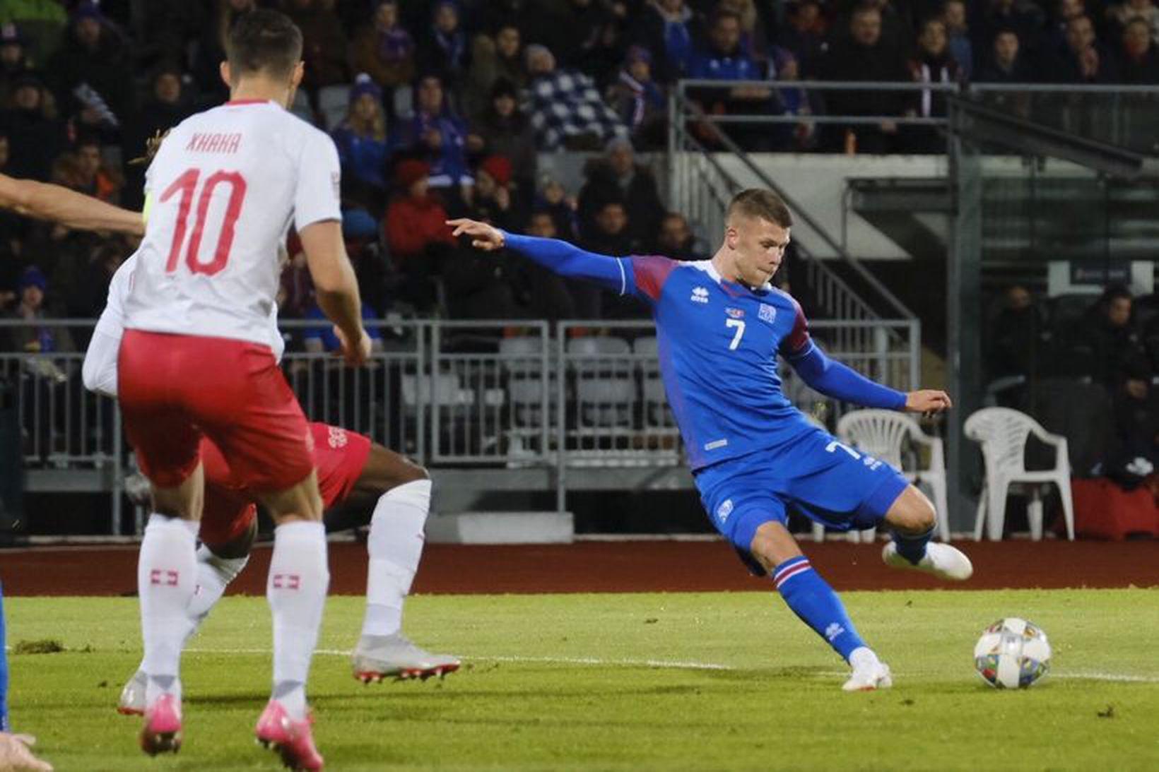 Jóhann Berg Guðmundsson átti fínan leik gegn Sviss í kvöld.