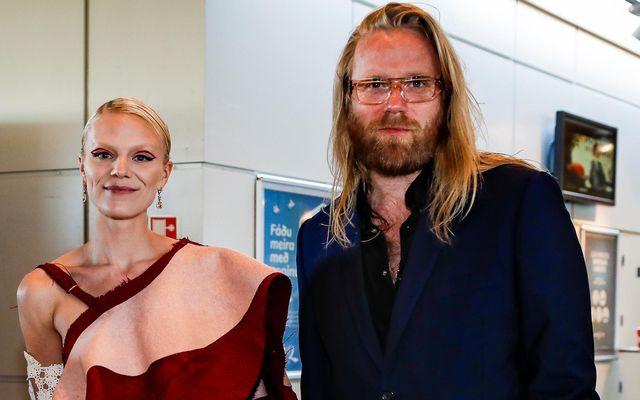 Snæfríður Ingvarsdóttir og Högni Egilson prúðbúin þegar myndin Alma var forsýnd.