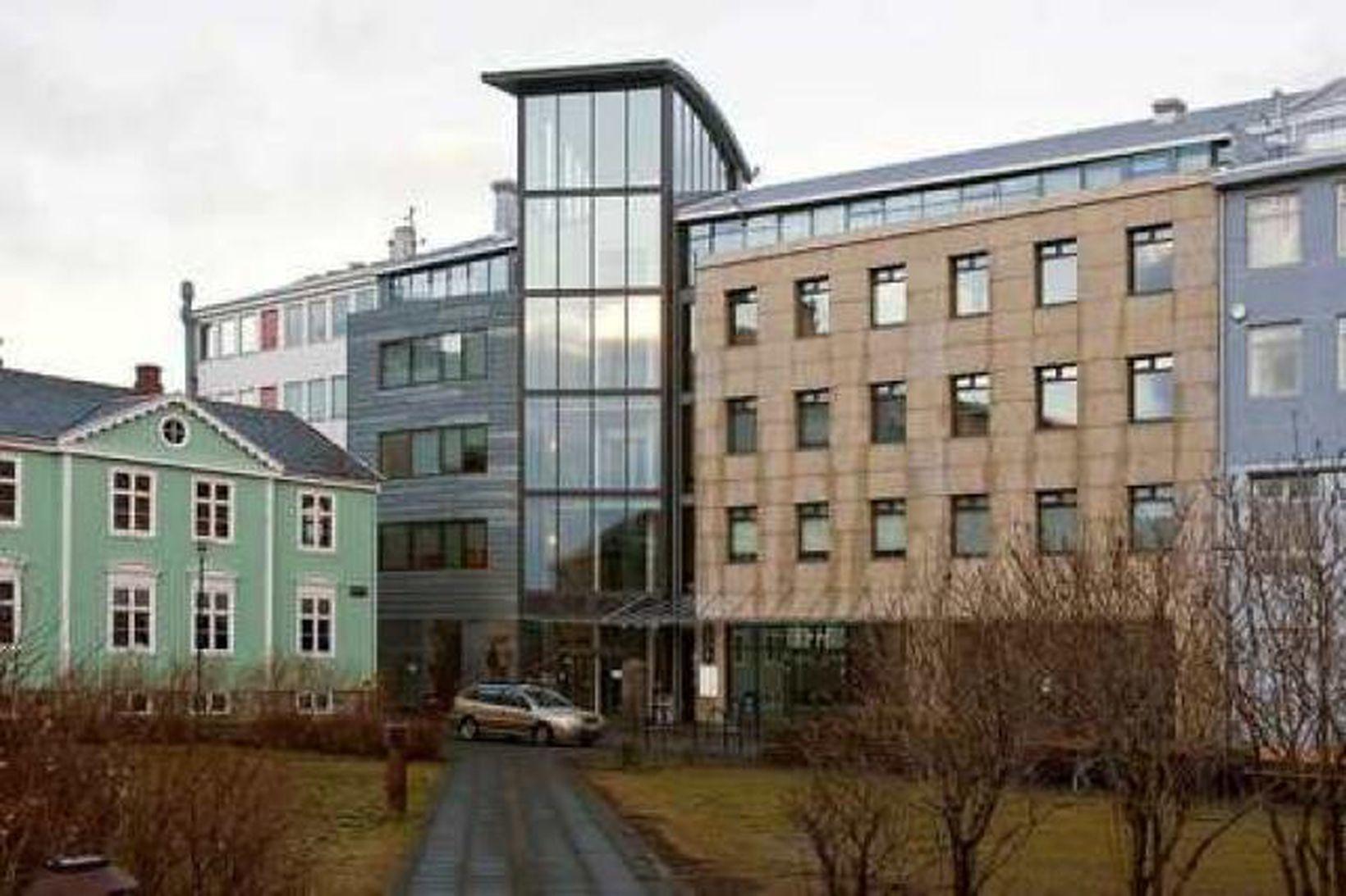 Byggingin við Austurstræti þar sem tölvan fannst.
