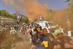 Mikill fjöldi fólks fylgist jafnan með Tour de France.