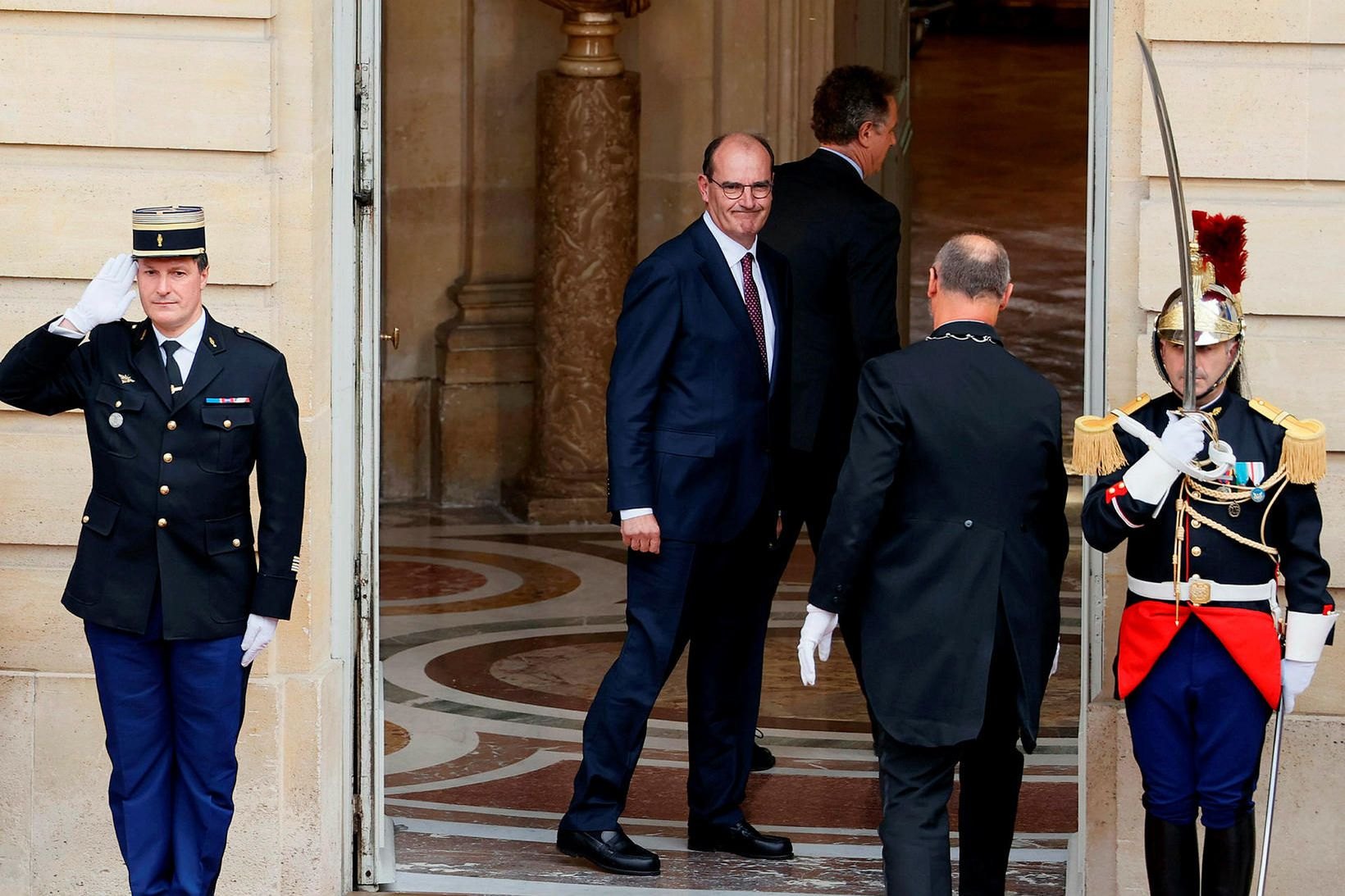 Jean Castex, utan við Hôtel de Matignon, embættisbústað franska forsætisráðherrans, …
