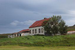 Húsið er í slæmu ástandi og þarfnast umfangsmikilla viðgerða og endurbóta.