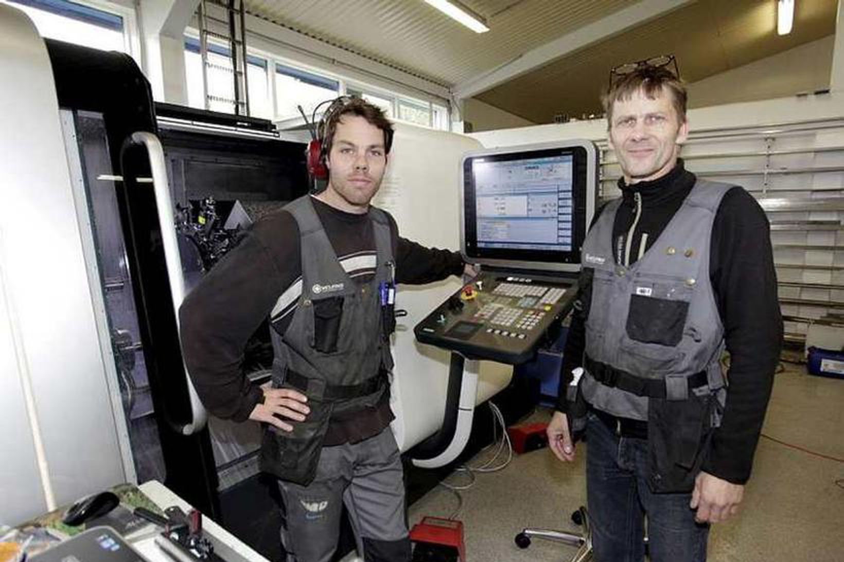 Ingi Freyr Hilmarsson (til vinstri) og Bjarmi Sigurgarðsson, framkvæmdastjóri Vélfags.