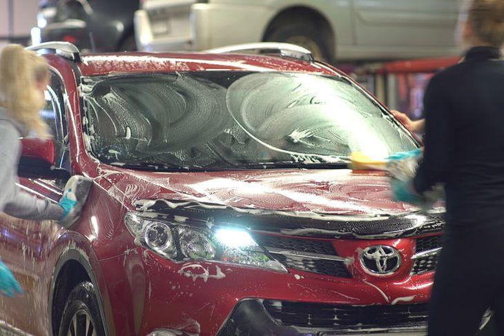 Toyota sápuþvegin á þjónustudegi.