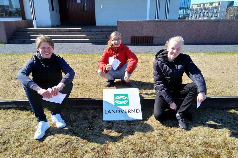 The students who produced the video: Axel Bjarkar Sigurjónsson, Hálfdán Helgi Matthíasson and Sölvi Bjartur …