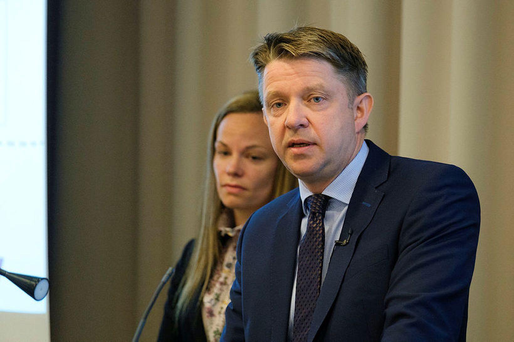 Bogi Nils Bogason, forstjóri Icelandair Group, og Eva Sóley Guðbjörnsdóttir …