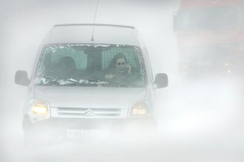 It will snow heavily on mountain roads surrounding Reykjavik this afternoon.