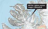 Bíll hafnaði í sjónum í Skötufirði í morgun.