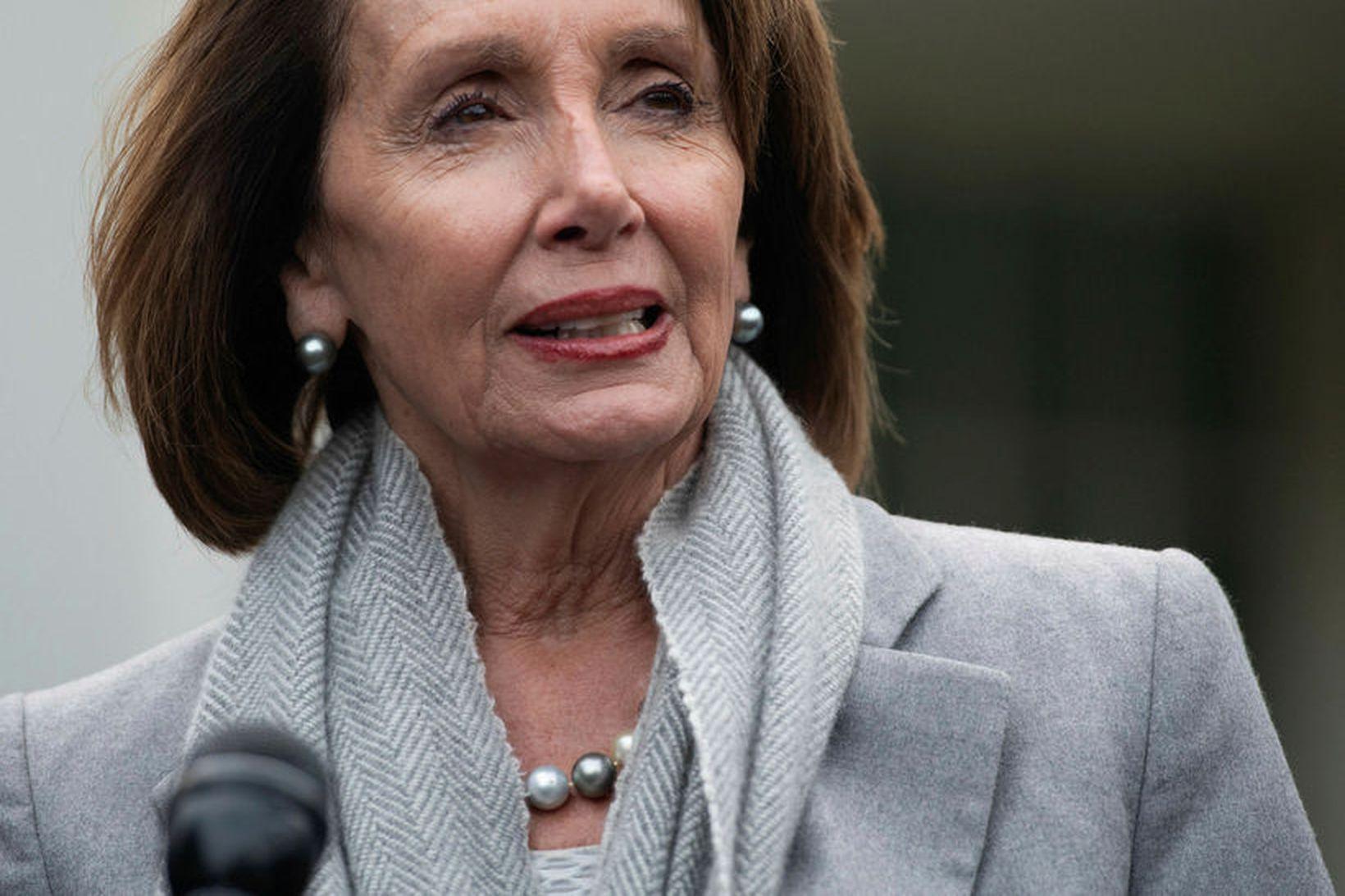 Nancy Pelosi, forseti fulltrúardeildar Bandaríkjaþings, vill að Trump fresti því …