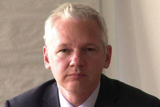 Assange veittur ríkisborgararéttur í Ekvador