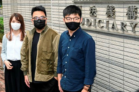 Agnes Chow, Ivan Lam og Joshua Wong komu fyrir dóm í dag.