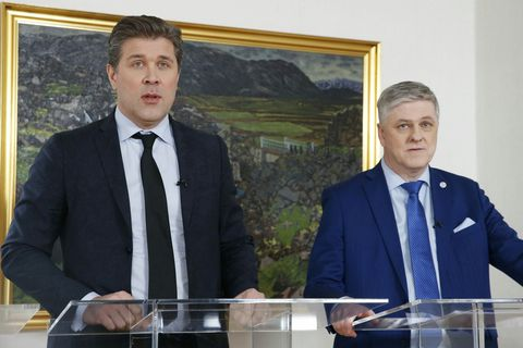Prime Minister Bjarni Benediktsson, and Minister of Finance Benedikt Jóhannesson making today's announcement.