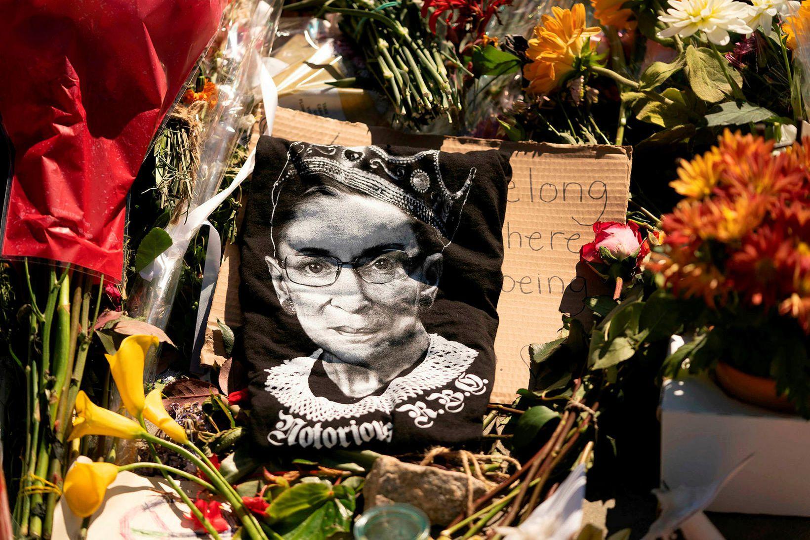 Ruth Bader Ginsburg hæstaréttardómari lést eftir baráttu við krabbamein í …