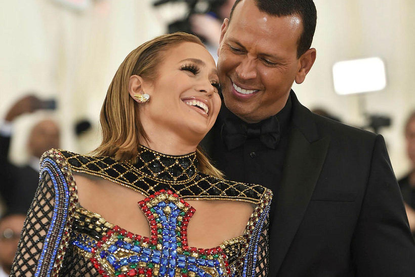 Jennifer Lopez og Alex Rodriguez eiga nóg af peningum.