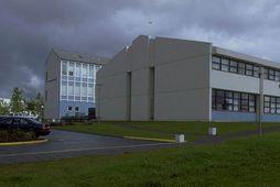 Maðurinn gekk inn í kennslustofu í Kennaraháskóla Íslands við Stakkahlíð.
