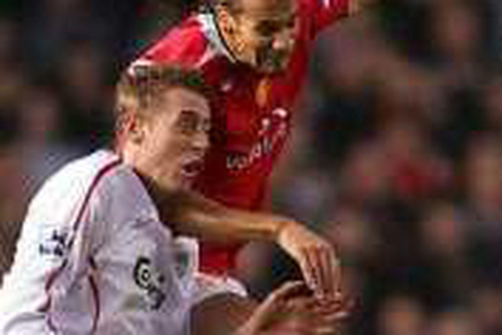 Rio Ferdinand og Peter Crouch eigast við í leik Manchester …