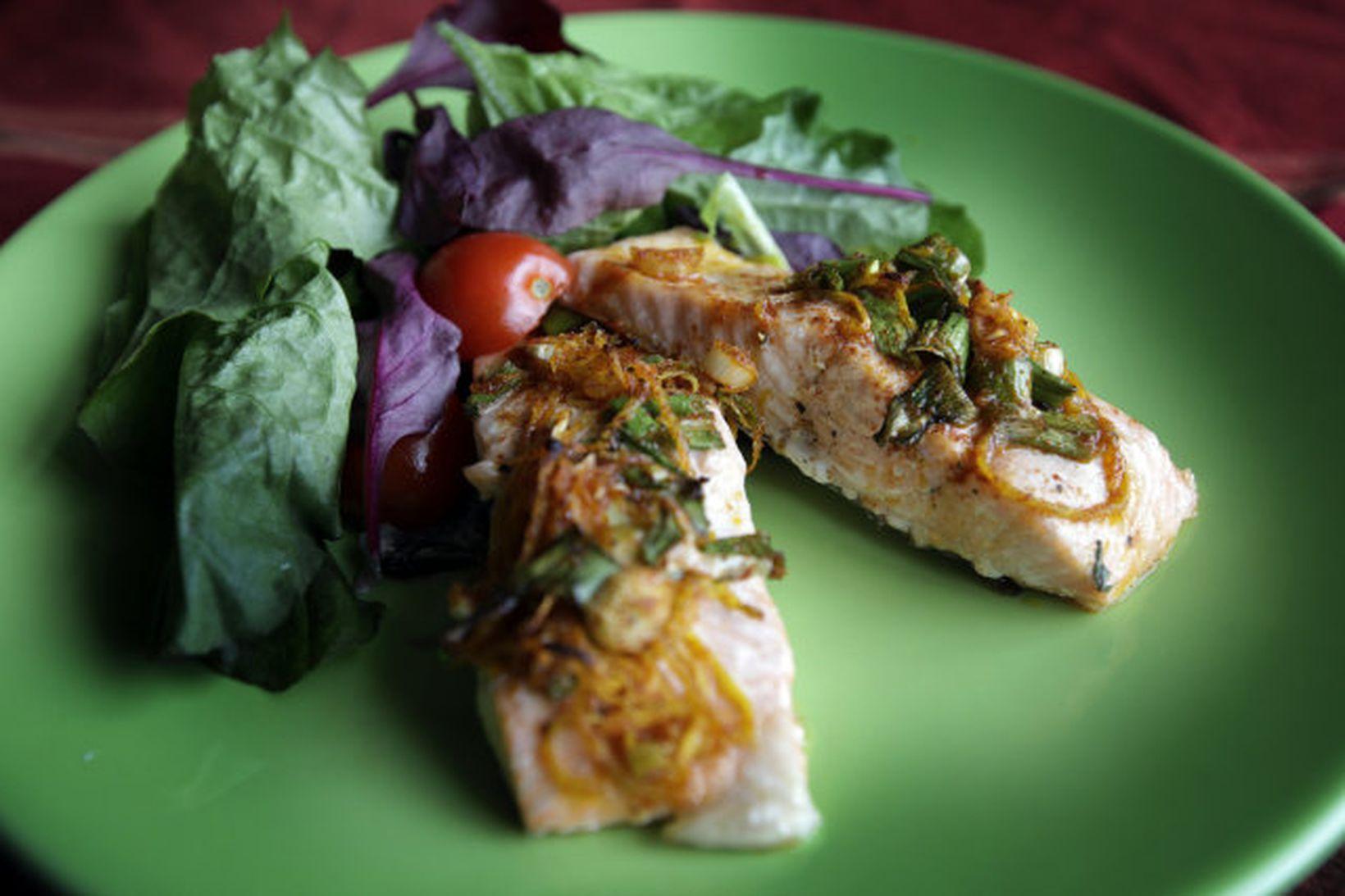 Hátt hlutfall af omega-3 fitusýrum finnst í laxi.