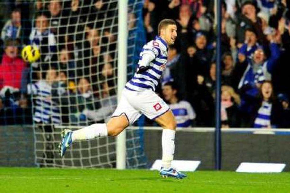 Marokkóski miðjumaðurinn Adel Taarabt leikur með Fulham í vetur, í láni frá QPR.