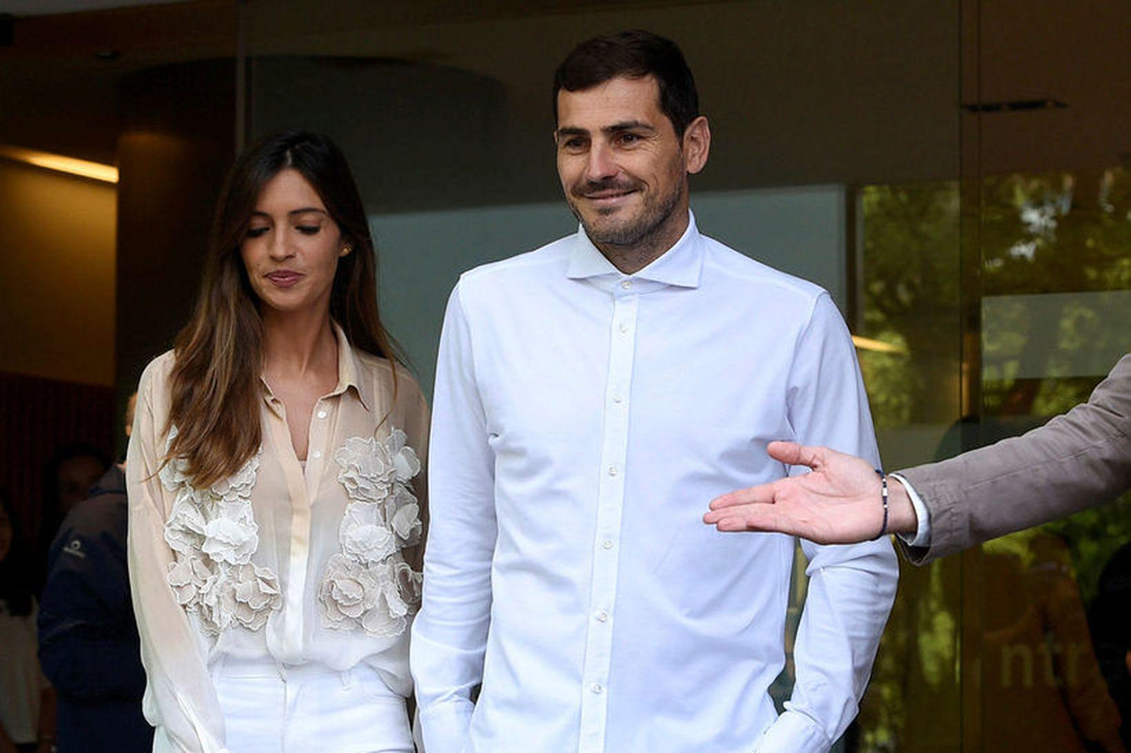 Iker Casillas ásamt eiginkonu sinni, Söru Carbonero, þegar hann var …