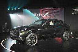 DBX jeppi Aston Martin er tekinn að renna af færiböndum.