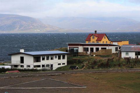 Gripið hefur verið til aðgerða í Dalabyggð til að draga úr líkum á frekara smiti.