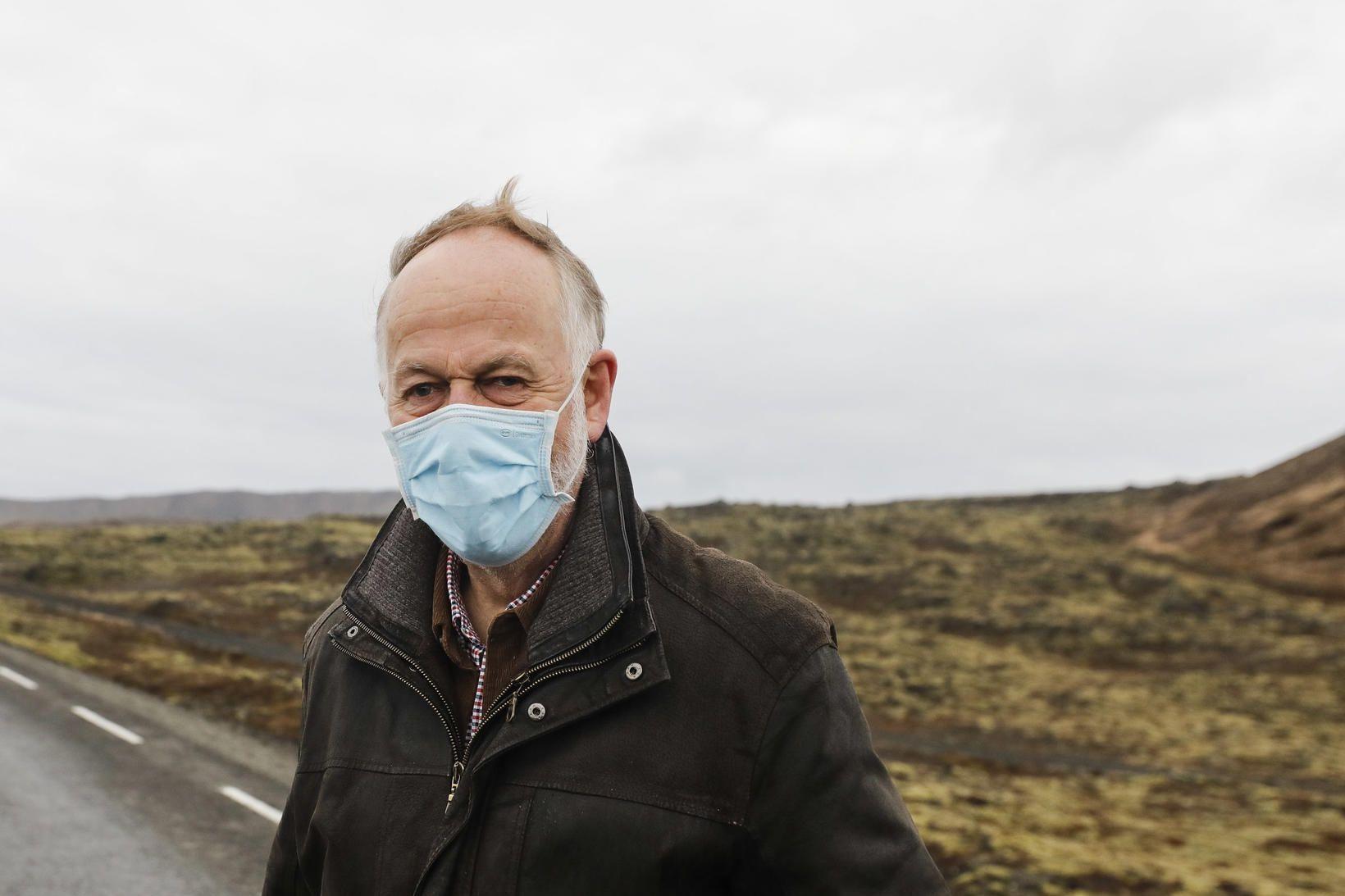 Páll Einarsson jarðeðlisfræðingur á skjálftasvæðinu fyrr í dag.