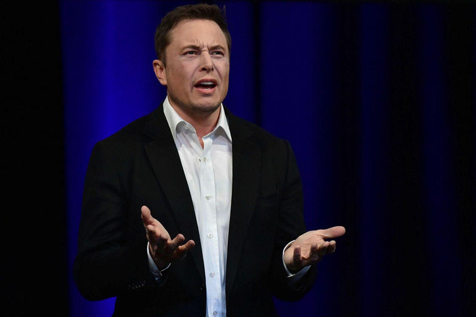 Elon Musk hefur verið duglegur við að koma sér í …