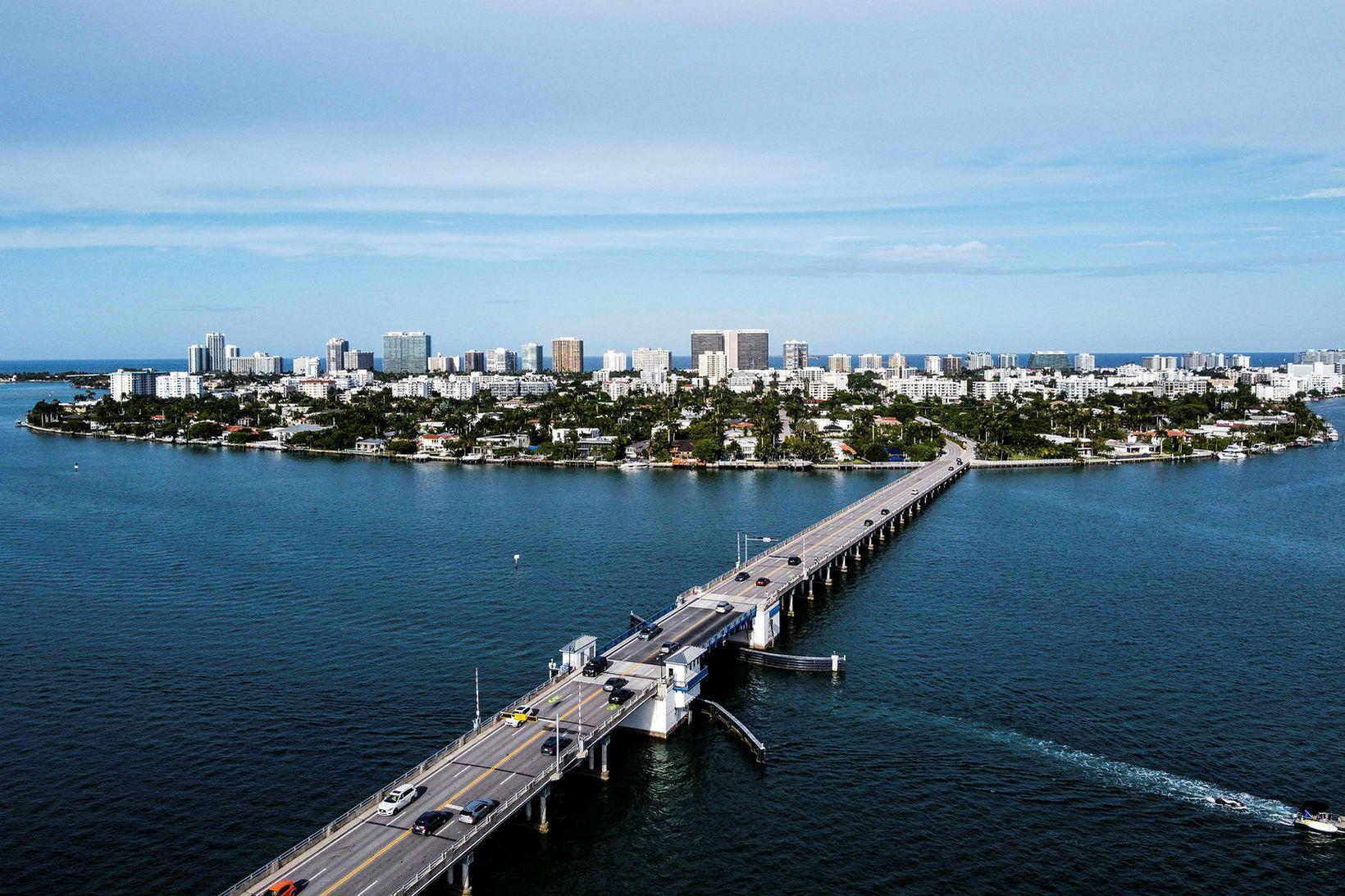 Borgin Miami Beach en einn af íbúum hennar hefur verið …