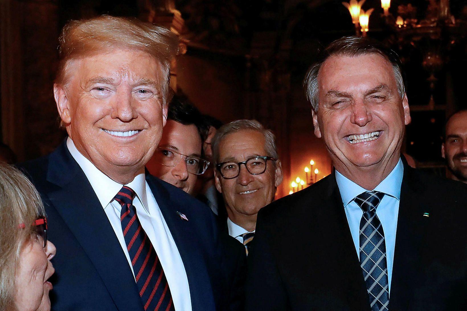 Fabio Wajngarten, upplýsingafulltrúi Jair Bolsonaro, forseta Brasilíu, (beint fyrir aftan …