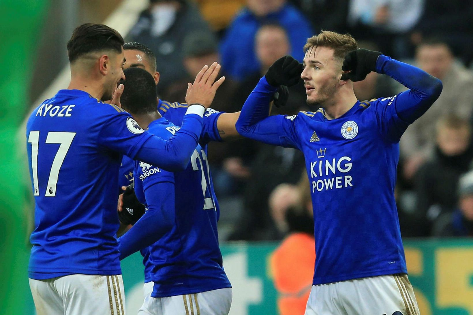 James Maddison fagnar marki fyrir Leicester.