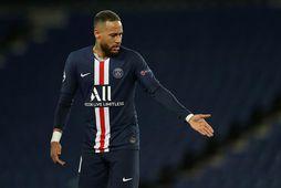 Neymar oft komist í fréttirnir fyrir misgáfuleg afrek utan vallar.