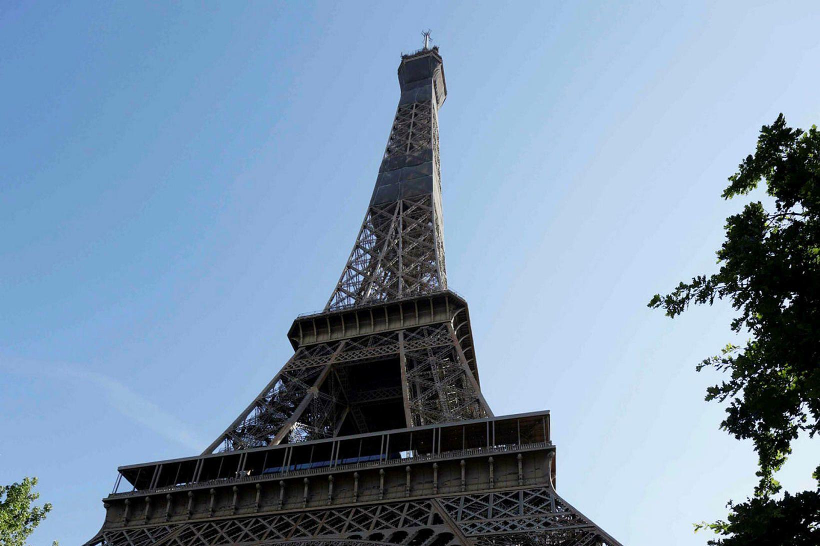 Eiffel turninn opnaði í dag.